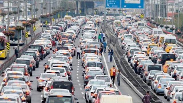 İstanbul'da yaşamayan anlayamaz! İstanbullu her ayı 6 gün eksik yaşıyor!