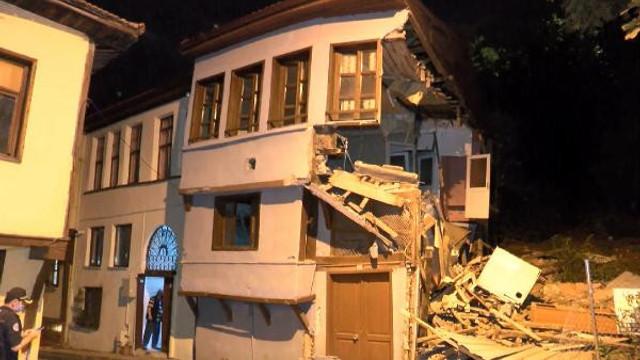 Bursa'da bir asırlık tarihi bina çöktü