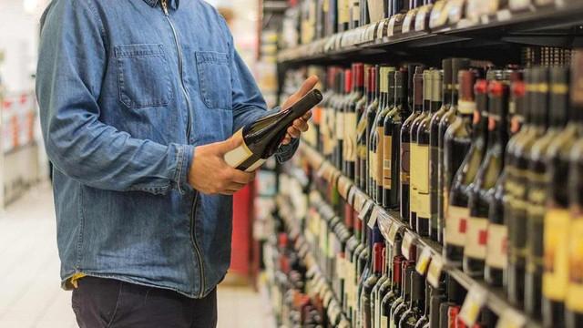 Sahte içki faciasının nedenini böyle açıkladı: Fazla vergi insanı da öldürüyor