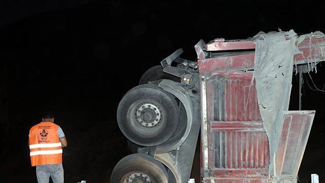 Amasya'da korkutan TIR kazası