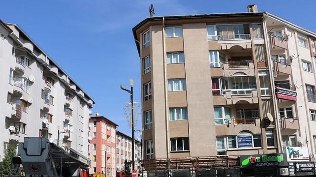 Sivas'ta bir işçi yevmiyeleri ödenmeyince intihara kalkıştı