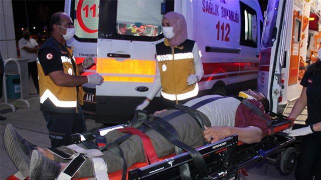 İşçileri taşıyan servis ile otomobil çarpıştı: 6 yaralı