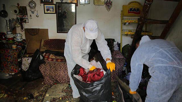 Evinden iki kamyonet çöp çıkartılan yaşlı kadının korona testi pozitif çıktı