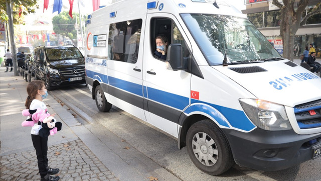 Kadıköy'de ambulanstan koronavirüse farkındalık anonsları yapıldı