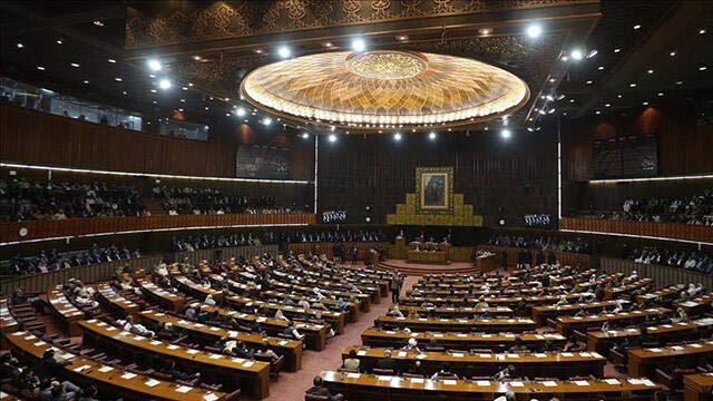 Pakistan'dan Fransa'ya kınama
