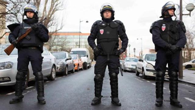 Fransa'da sokağa çıkma yasağı geliyor!