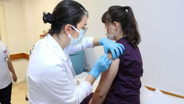 Türkiye'ye 5 milyon korona aşısı geliyor! İlk etapta kimlere aşı yapılacak?