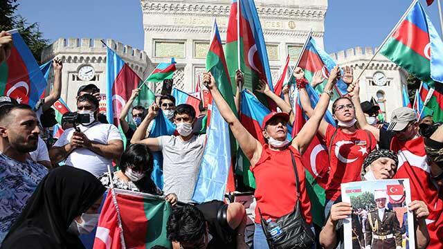 Türkiye'deki Azerbaycanlılar ülkelerine destek için toplandı