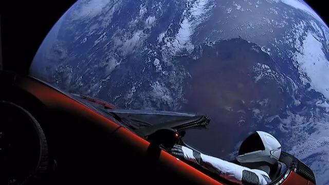 SpaceX'in uzaya gönderdiği elektrikli otomobil Mars'a yaklaştı