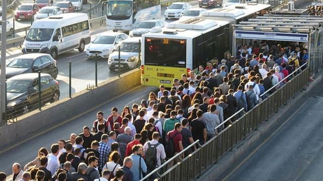 İBB'den ''Metrobüs''lerdeki ''sıkış sıkış'' çileyi bitirecek adım!