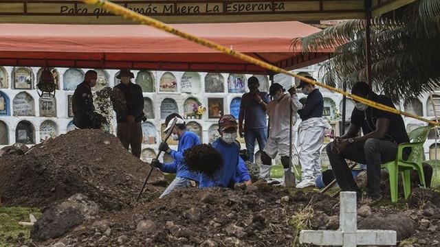 Toplu mezarda 17 ceset daha bulundu