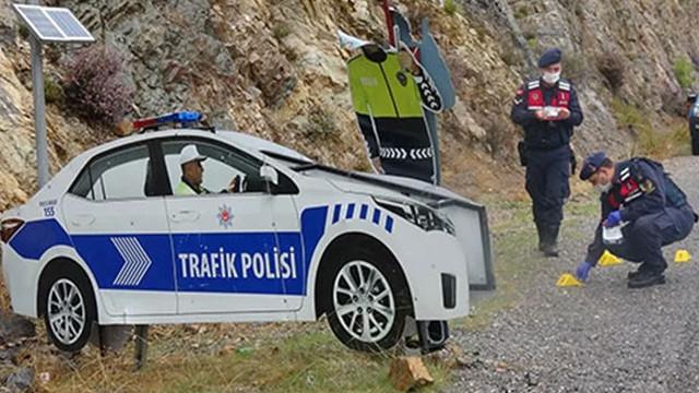 Yok artık dedirten olay! Maket trafik polisine pompalı tüfekle ateş açtılar