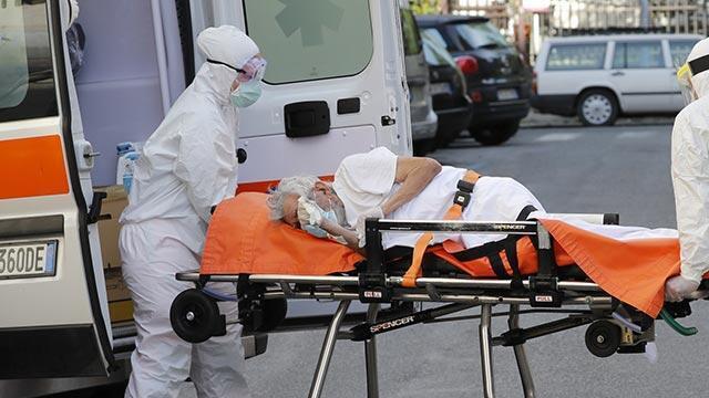 İtalya'da son 24 saatte 699 kişi koronavirüsten hayatını kaybetti