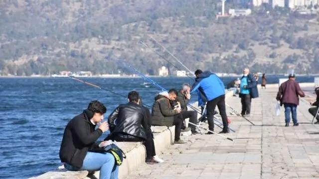 İzmir sahilde yemek yasağı kuralı hiçe sayıldı