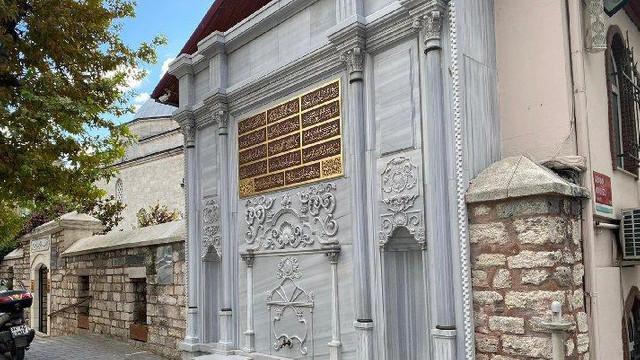 270 yıllık çeşmeye AK Partili vekilin babasının adını yazdılar