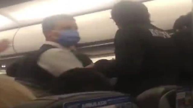 Yolcu uçağında ortalık bir anda karıştı