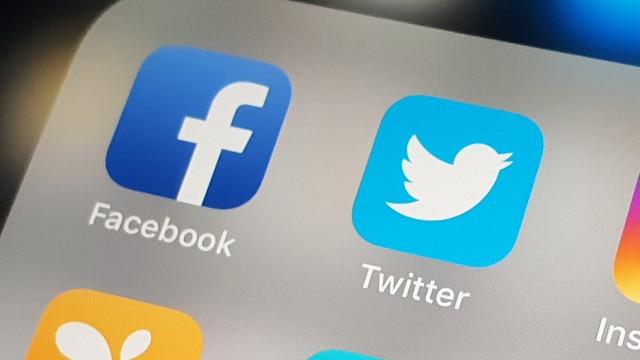 Twitter ve Facebook haber hesaplarını askıya aldı