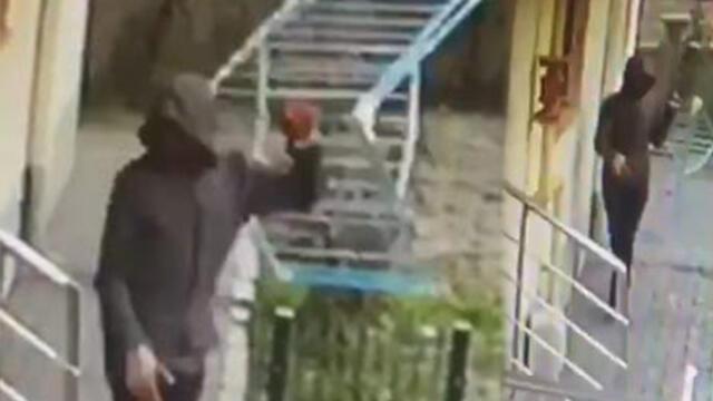 Eve giremeyen hırsız, balkondan çamaşır askılığını çaldı