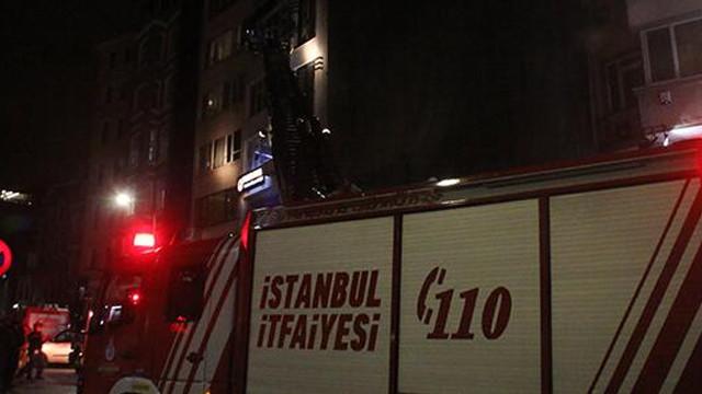 Taksim'de otelde çıkan yangın panik yarattı