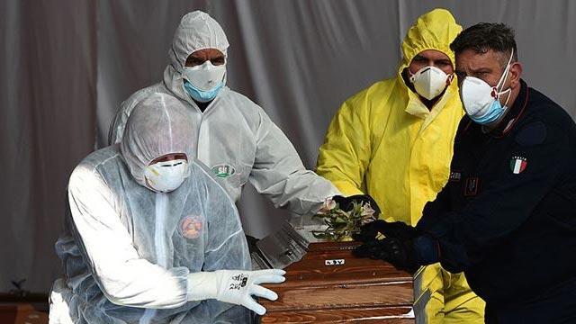 İtalya'da son 24 saatte 684 kişi koronavirüsten hayatını kaybetti