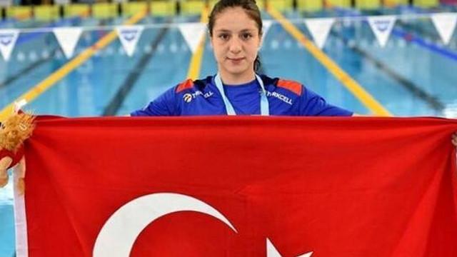 Milli yüzücü Merve Tuncel'den dünya rekoru!
