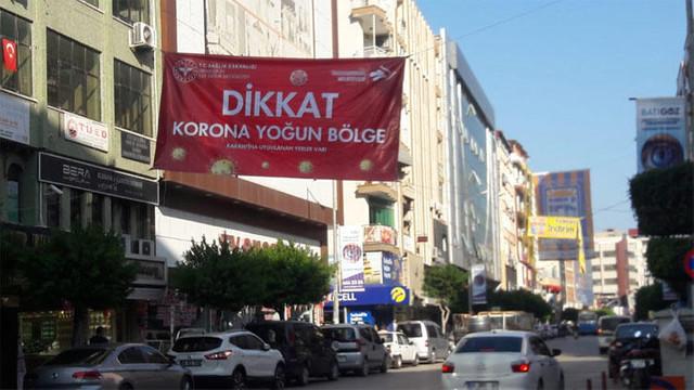 Mahallelere ''Korona yoğun bölge'' afişleri asıldı