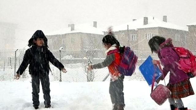 Kar yağışı eğitimi vurdu ! 34 ilde okullar tatil edildi