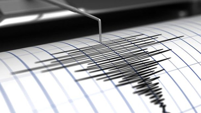 Van'da korkutan deprem!  4,7 büyüklüğündeki deprem sokağa döktü