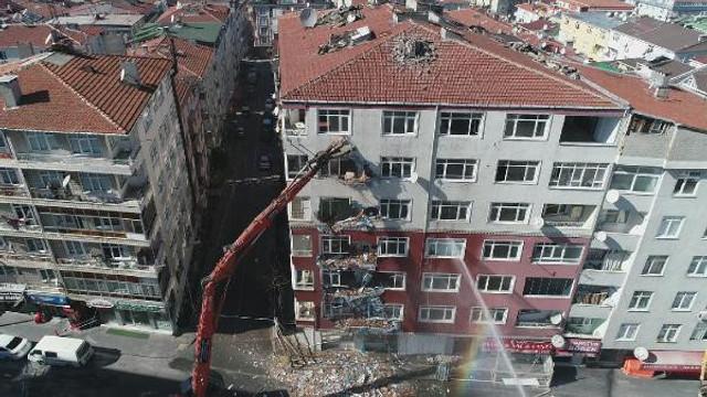 Bahçelievler'de riskli binaların yıkımı başladı