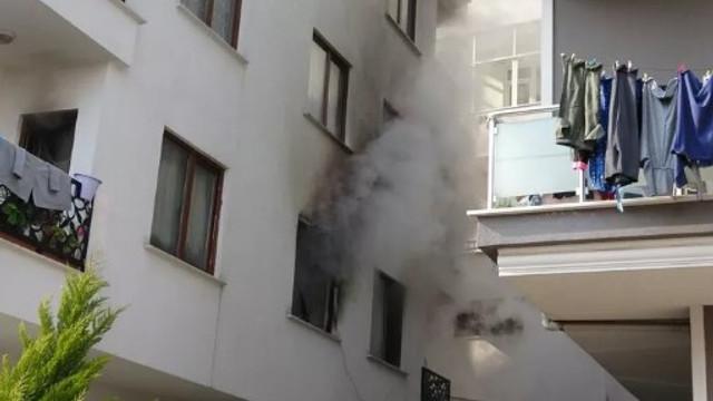 Sancaktepe'de yangın ! Binada mahsur kalanlar kurtarıldı
