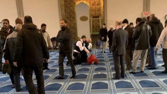 Camide dehşet! Namaz kılarken saldırıya uğradı