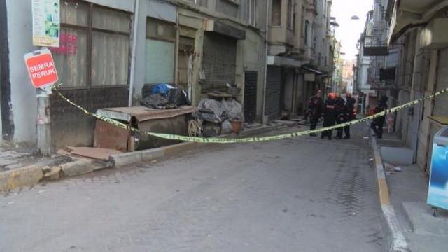 Beyoğlu'nda bina çöktü !