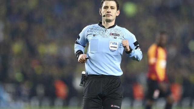 Fenerbahçe - Galatasaray derbisinde kartlar havada uçuştu!
