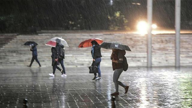 Meteoroloji'den kritik uyarı! Fırtınayla birlikte yoğun yağış geliyor...