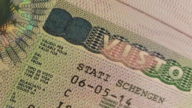 AB'den Türkiye'ye vize serbestisi açıklaması