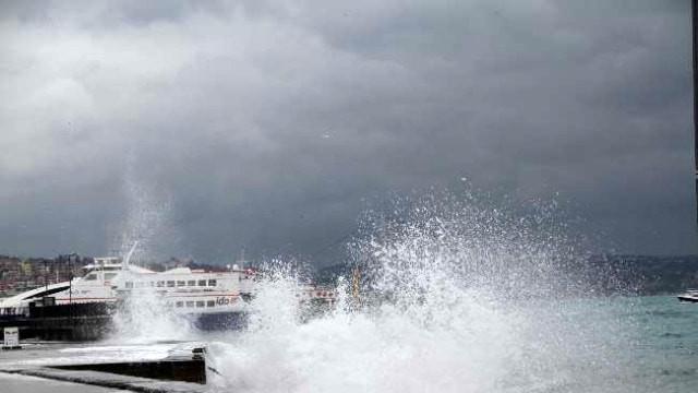 Deniz ulaşımına fırtına engeli! Birçok sefer iptal edildi