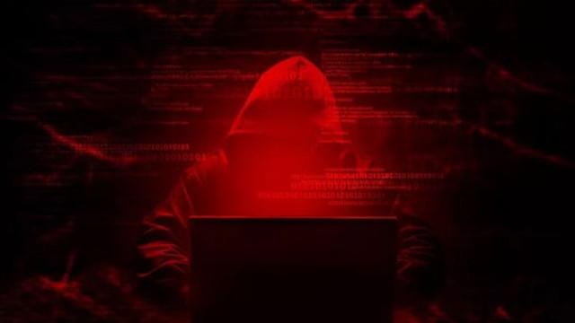 İnternette büyük skandal ! 3 milyar fotoğraf internete düşecekti