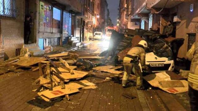 Fırtına İstanbul'u fena vurdu
