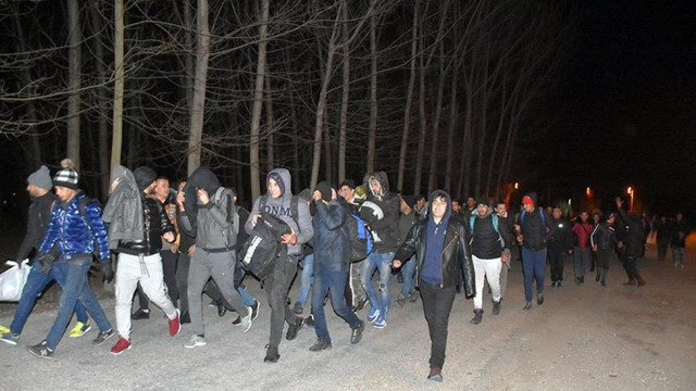 Edirne'ye gitmek isteyen mültecilere ücretsiz otobüs