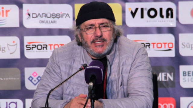 Mustafa Reşit Akçay'dan futbolcularına övgü