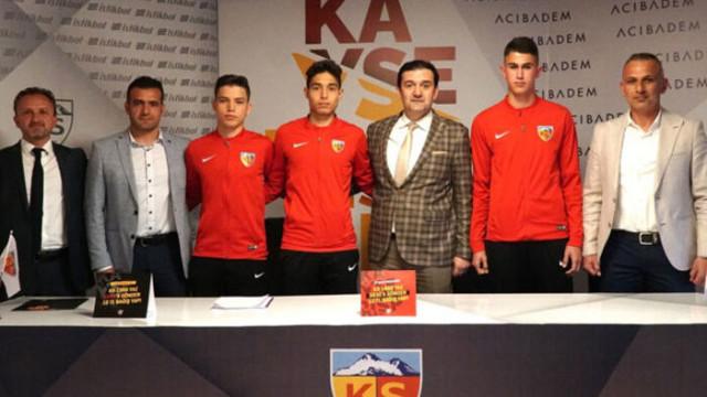 Kayserispor'dan altyapıdaki 3 futbolcuya profesyonel sözleşme