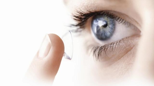 Koronavirüste kontakt lens uyarısı