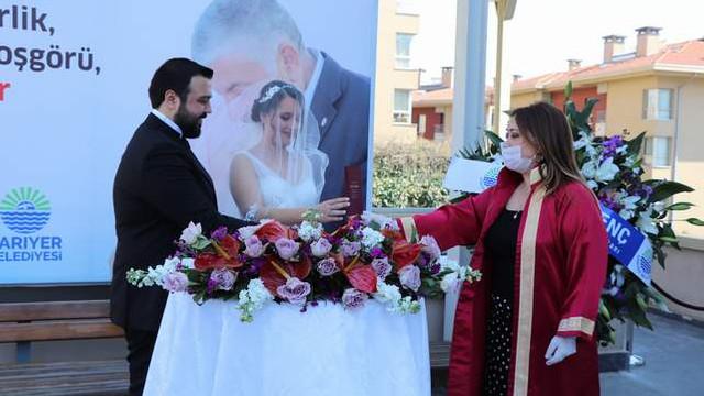 Sarıyer'de korona nikahları bahçeye taşındı