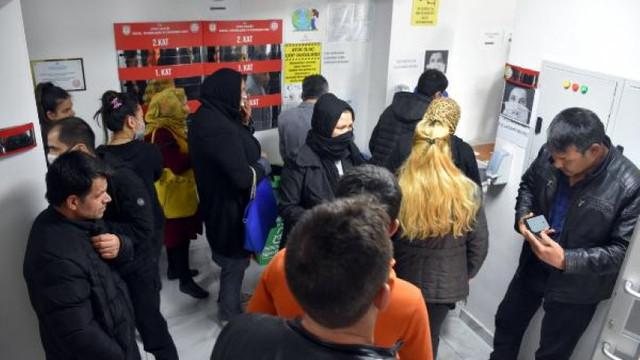 Vakıf önünde bin lira almak için beklediler !