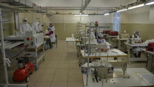 İstanbul'da 7 okul maske ve tulum üretiyor !