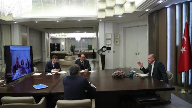 Erdoğan ile Çavuşoğlu'nun sosyal mesafe diyaloğu: Sen yerim dar diyorsun yani