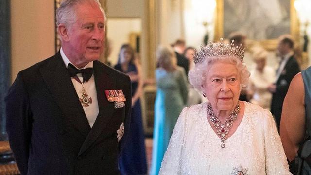 Virüs, kraliyet ailesine sıçradı: Prens Charles'ta virüs çıktı!