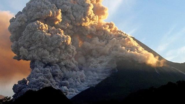 Dev yanardağ faaliyete geçti: 24 saatte 3 patlama!