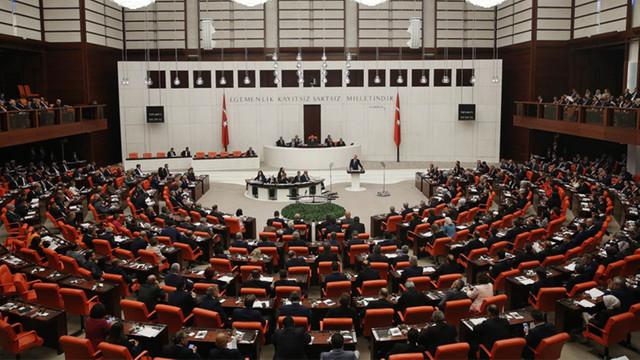 AK Parti de ''esnek çalışma'' modeline geçti