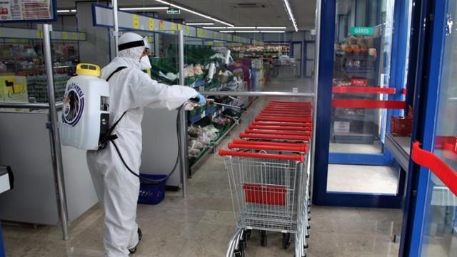 Kartal'da dezenfekte çalışmaları marketlerde devam etti